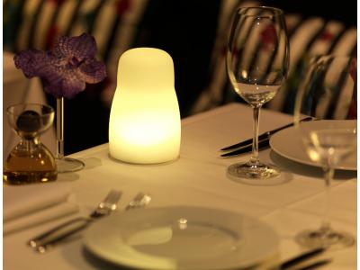 Offre PRO ECO avec 8 lampes de table GHERKIN à LED IMAGILIGHTS sans fil avec chargement direct et plateau multi-chargeur