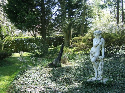 installez une statue dans votre jardin blog almateon. Black Bedroom Furniture Sets. Home Design Ideas