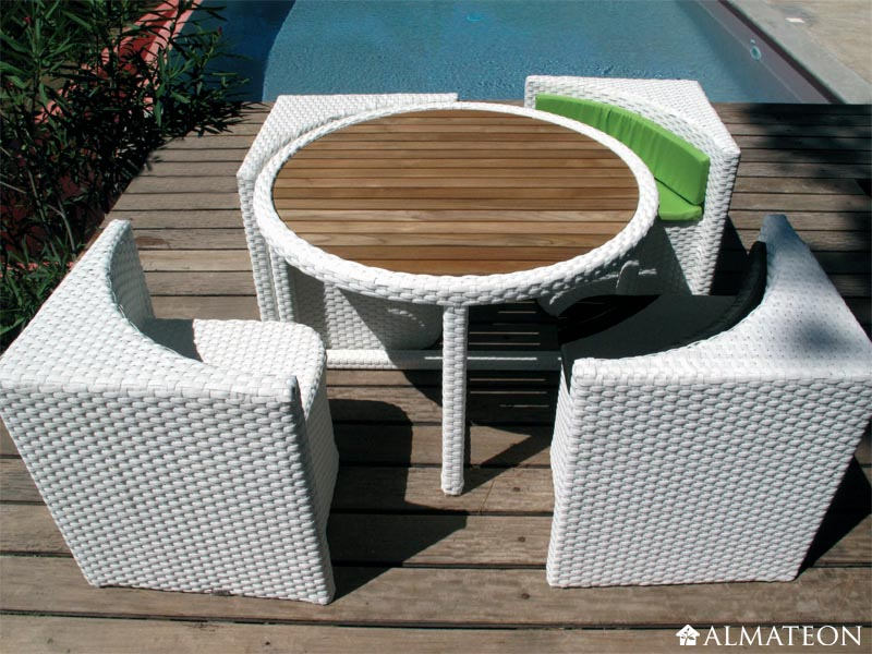 Salon de jardin lounge et bain de soleil les l ments for Table exterieur gain de place
