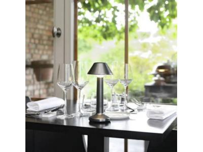 Offre PRO ECO avec 8 lampes de table à LED CONIQUE ALUMINIUM IMAGILIGHTS sans fil à chargement direct + plateau multicharge