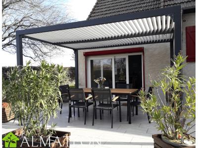 Pergola de 10,80 m2 bioclimatique en ALUMINIUM coloris gris anthracite ventelles coloris écru, nouveauté 2021
