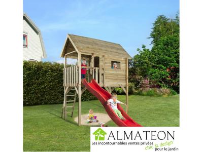 Cabane pour enfants sur pilotis, avec toboggan rouge ondulé